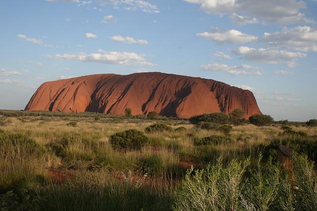 geography-uluru-australia-rock-ayers_121-83961