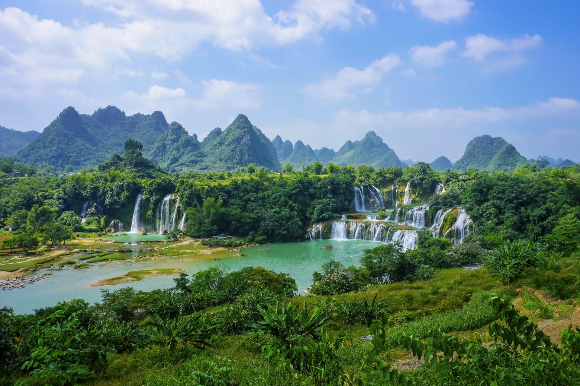 wet-vietnam-mountain-flow-stream-rural